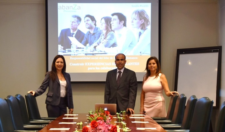 abanZa Personas desayuno con Sandra Ricardo Construir experiencias estimulantes para los colaboradores la responsabilidad del lider de Recursos Humanos